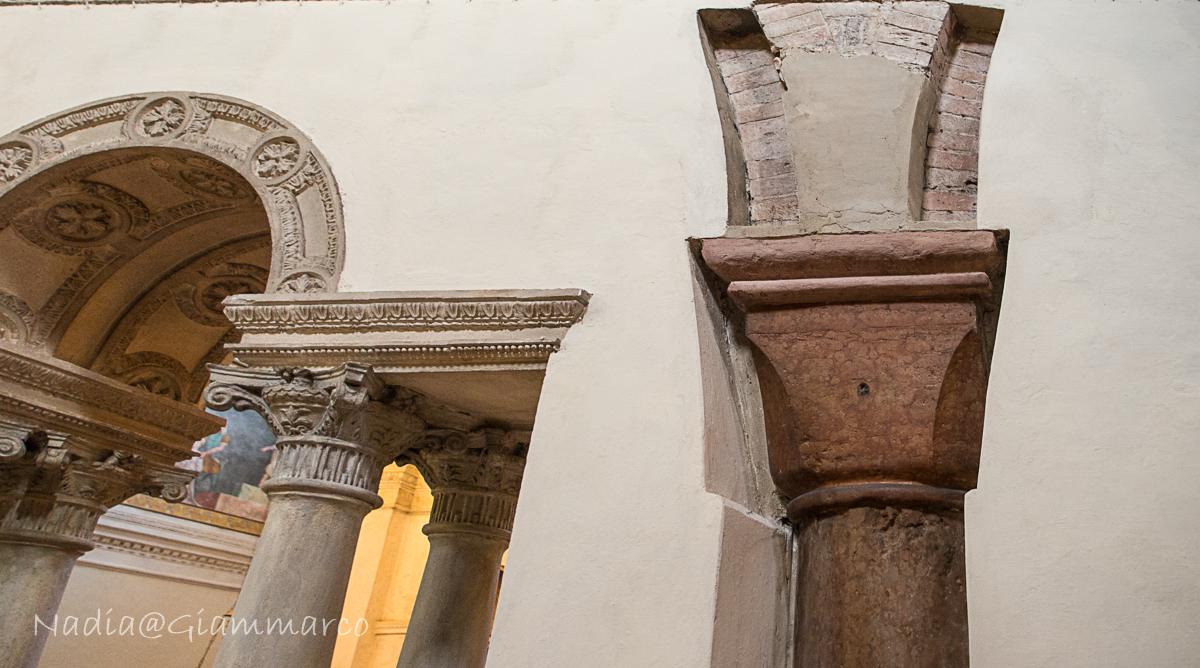 Elementi romanici spuntano di tanto in tanto a ricordare le origini della Basilica.