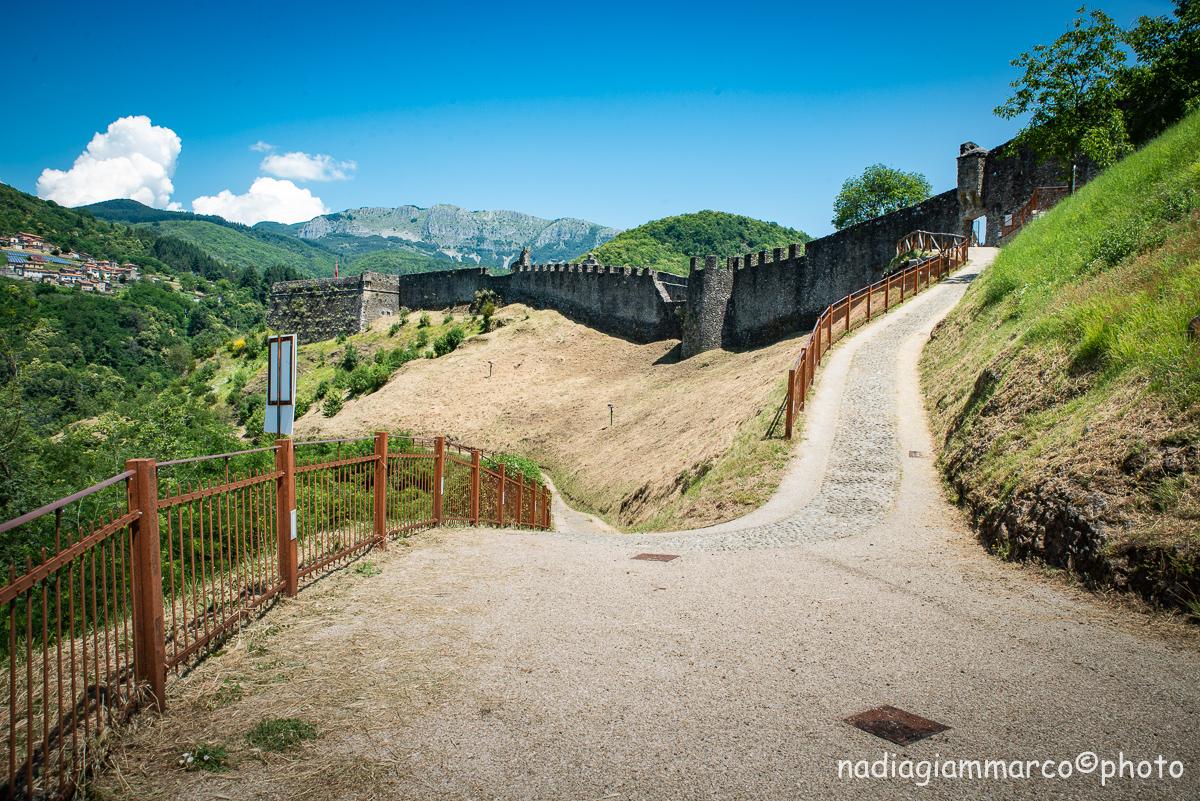 Viale d'accesso alla Fortezza di Verrucole.