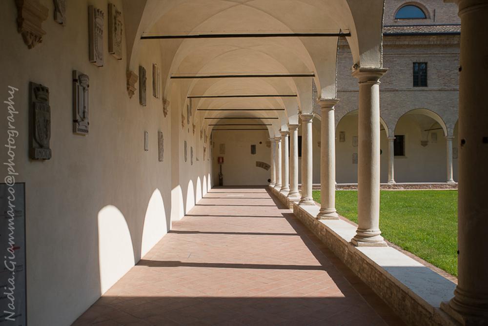 I chiostri francescani, qui durante i suoi ultimi anni di vita il Sommo Poeta venne accolto.