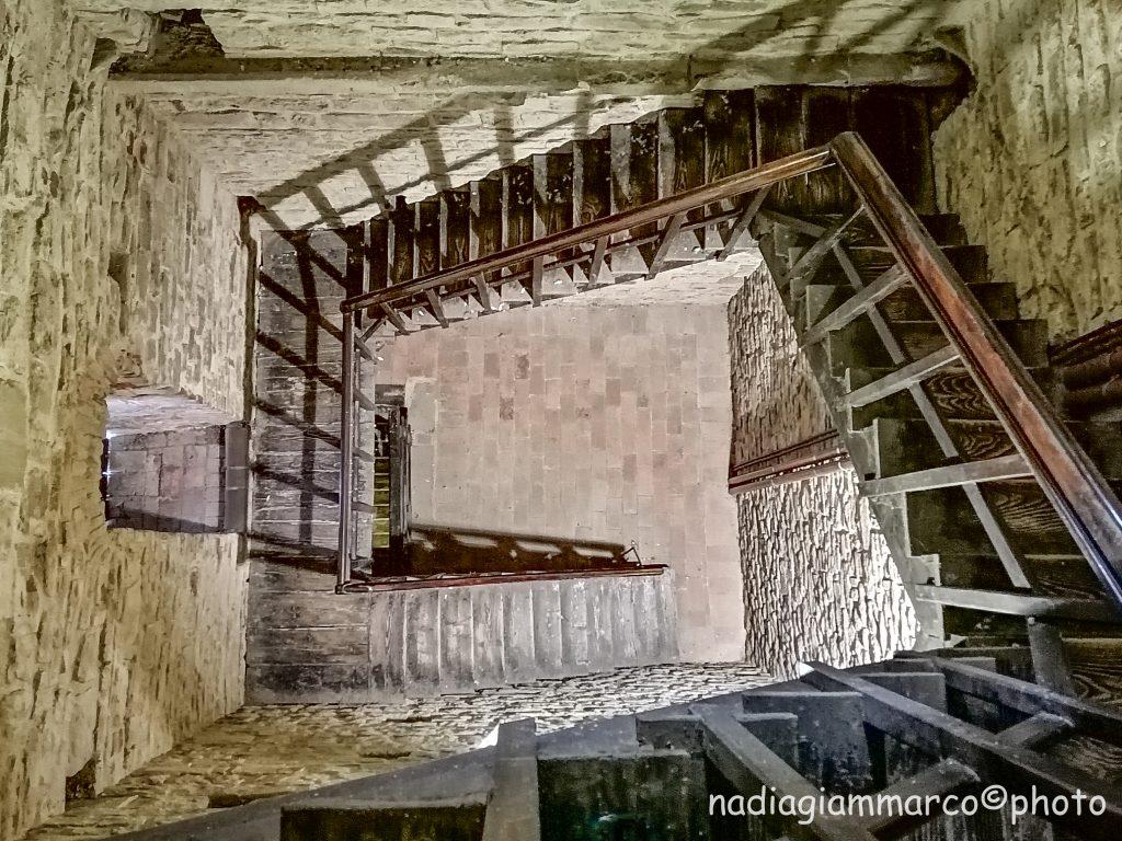 Scala che porta alla torre campanaria del Castello di Poppi