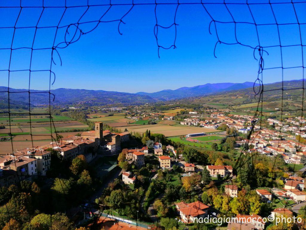 Dalla torre campanaria del Castello di Poppi si gode un bellissimo panorama su tutta la vallata.