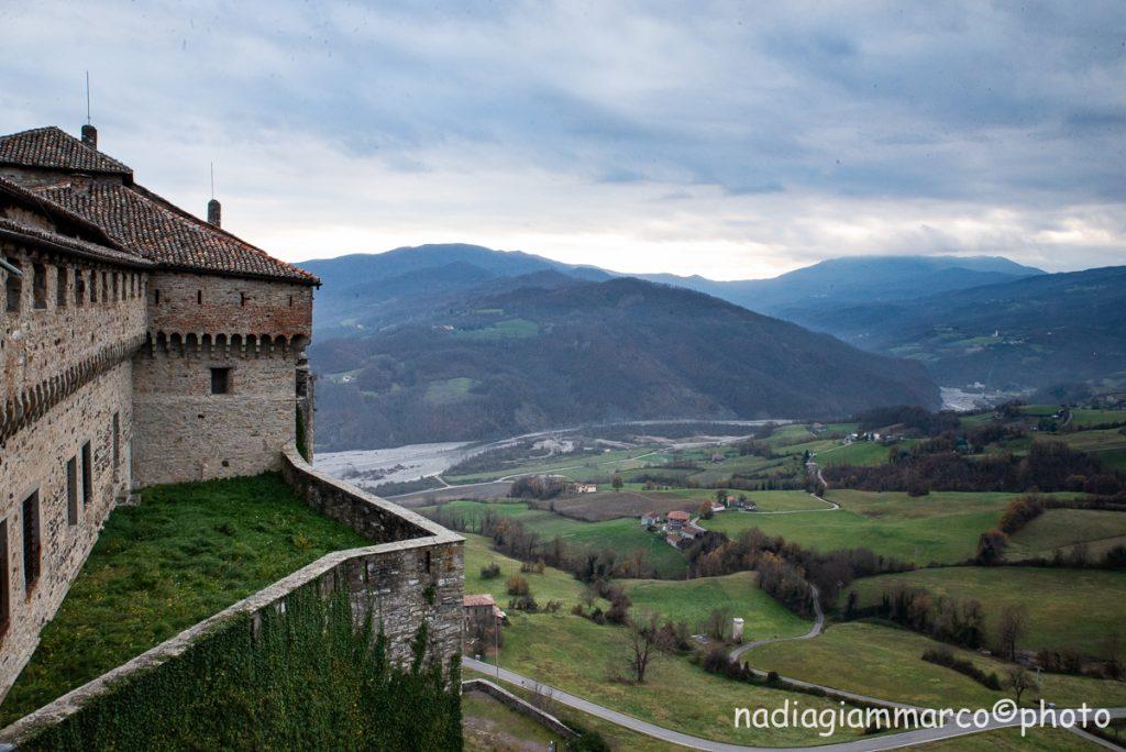 Il panorama dal Castello di Bardi sulle vallate del Ceno e del Noveglia.