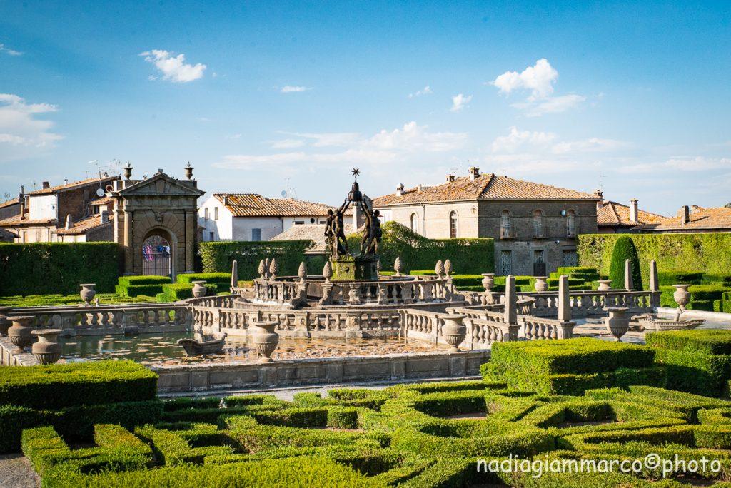 Vista del giardino all'italiana con al centro la Fontana del Quadrato, dominata dal gruppo dei Quattro Mori.