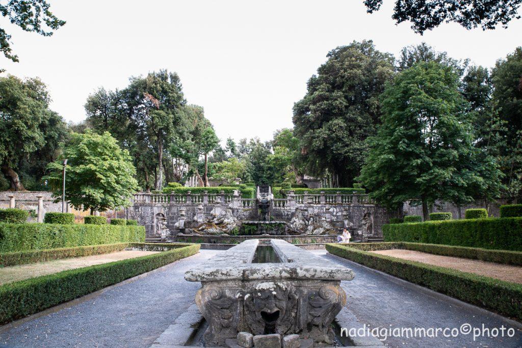 La Tavola del Cardinale a Villa Lante, con in mezzo un ruscello d'acqua che rinfrescava gli ospiti del Cardinale durante i pic nic